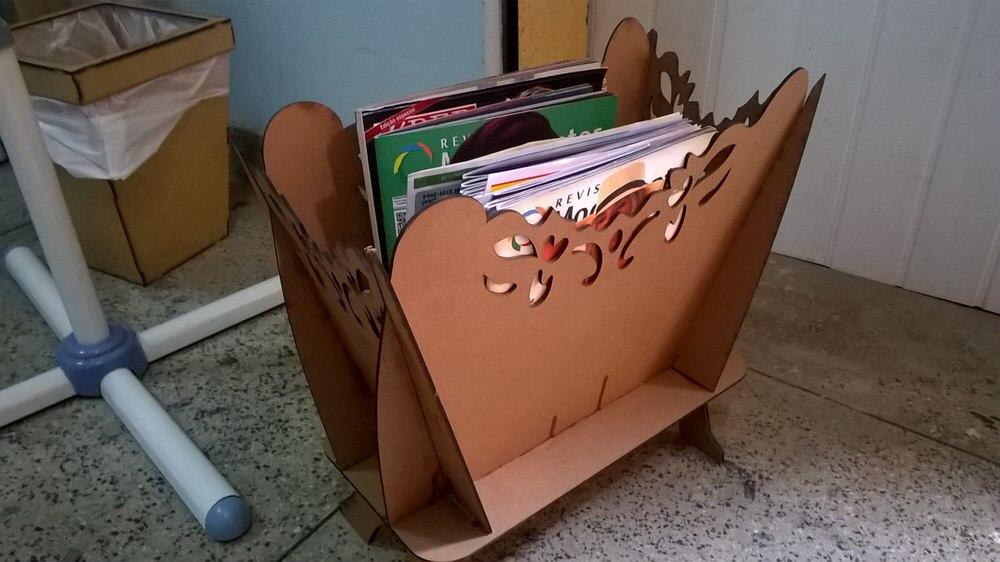 Revisteiro – Magazine rack Free Vector