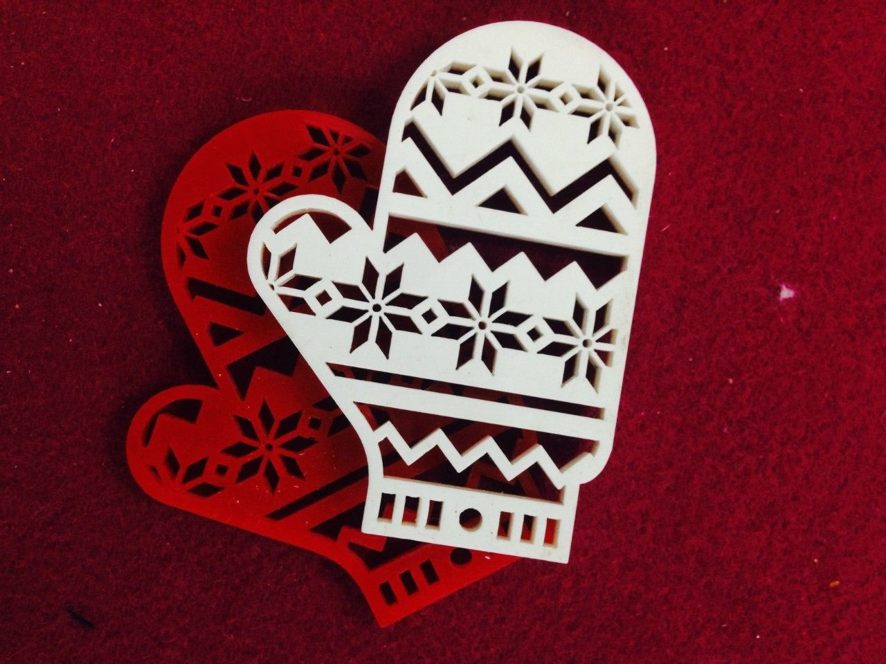 Laser Cut Christmas Mitten Christmas Toys Figurines Free Vector